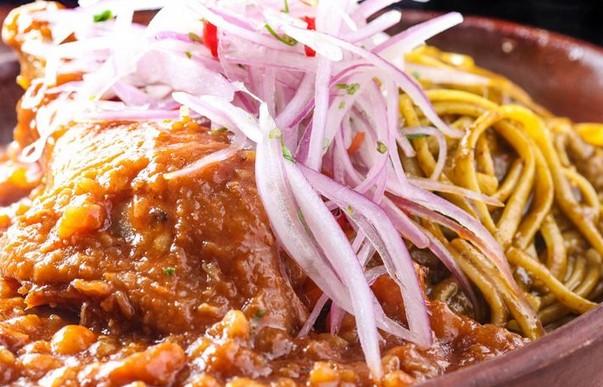 platos tipicos costa del peru carapulcra con sopa seca