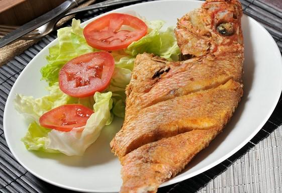 platos tipicos costa del peru pescado frito