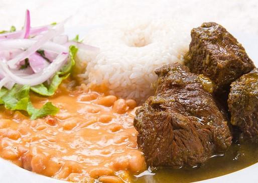 platos tipicos costa del peru seco con frijoles