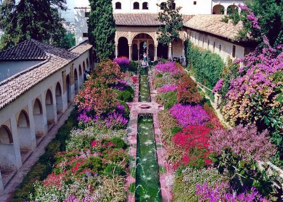 El generalife una residencia nazar a los pies de la alhambra - Residencia los jardines granada ...
