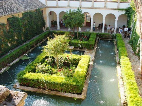 patio-del-ciprés-de-la-sultana-del-generalife